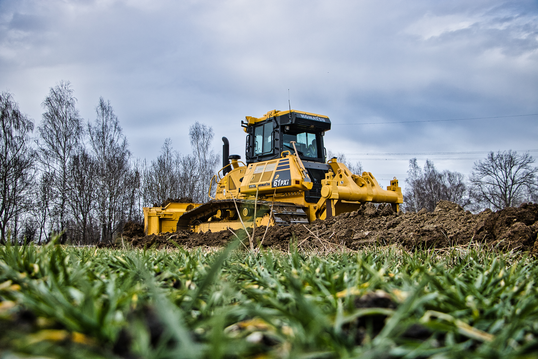 Von der Saat bis zur Ernte – Föstl bietet hierfür sämtliche Dienstleistungen für die Landwirtschaft an, wo unter anderem auch die Komatsu Maschine eingesetzt werden soll.